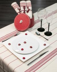 chemin de table raye rouge