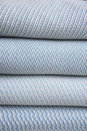 plaid coton et laine recyclée bleu ciel.